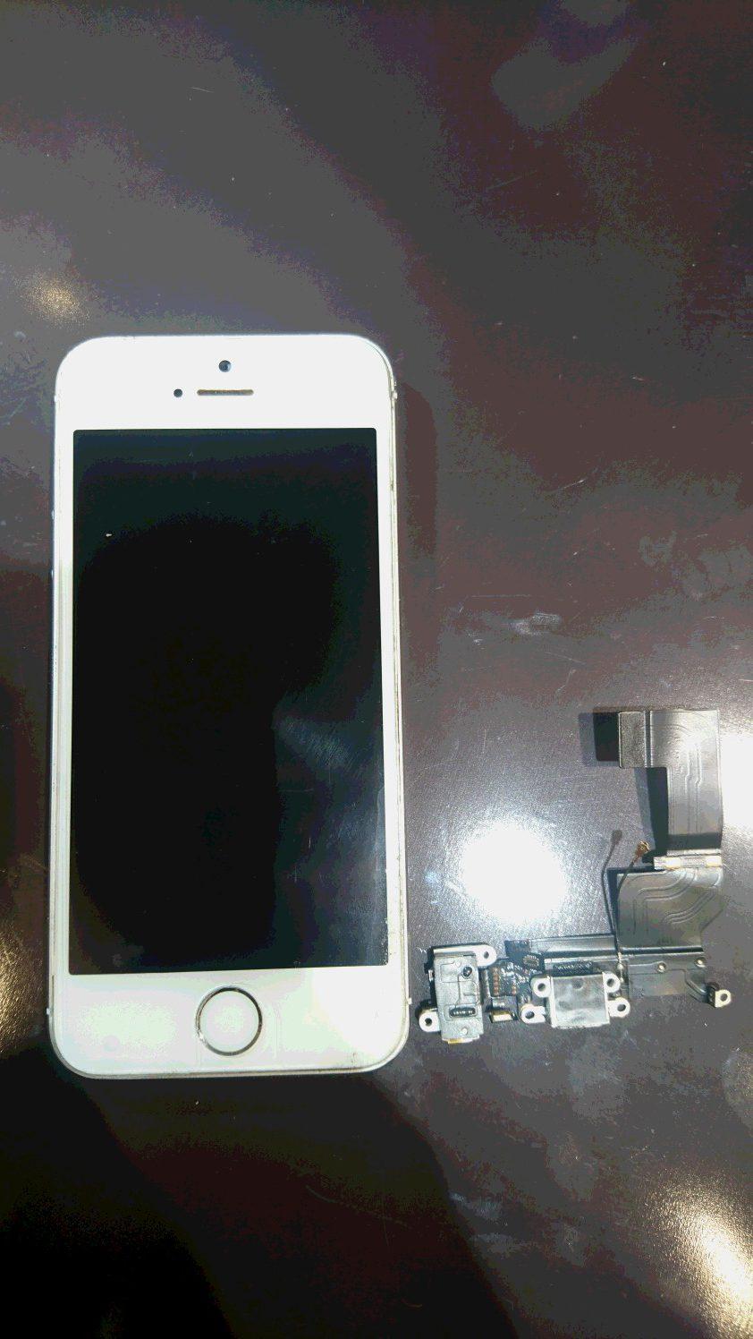 iPhone5sコネクター交換◆尼崎よりお越しのお客様◆充電ができなくなった、充電したりしなかったり、、、そういった症状があればコネクターに不具合ありかも(;'∀')即日修理しかもデータそのまま!つかしんにお買い物ついでにiPhone修理しよっ