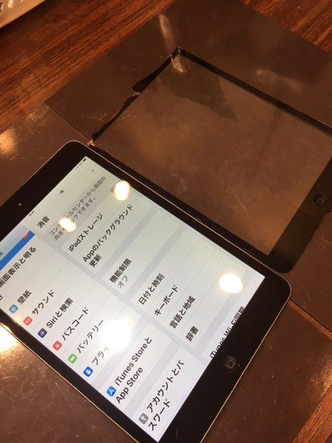 アイフォンは勿論!iPad修理もお任せください!データそのままで画面、バッテリー交換ができます!お困りの際は当店まで!iPadmini2画面交換【宝塚市よりお越しのお客様】