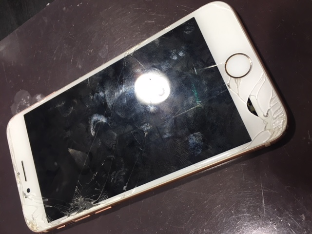 水没復旧も当店にお任せ!アイフォン8水没復旧 iPhone修理伊丹尼崎店 川西市よりお越しのお客様