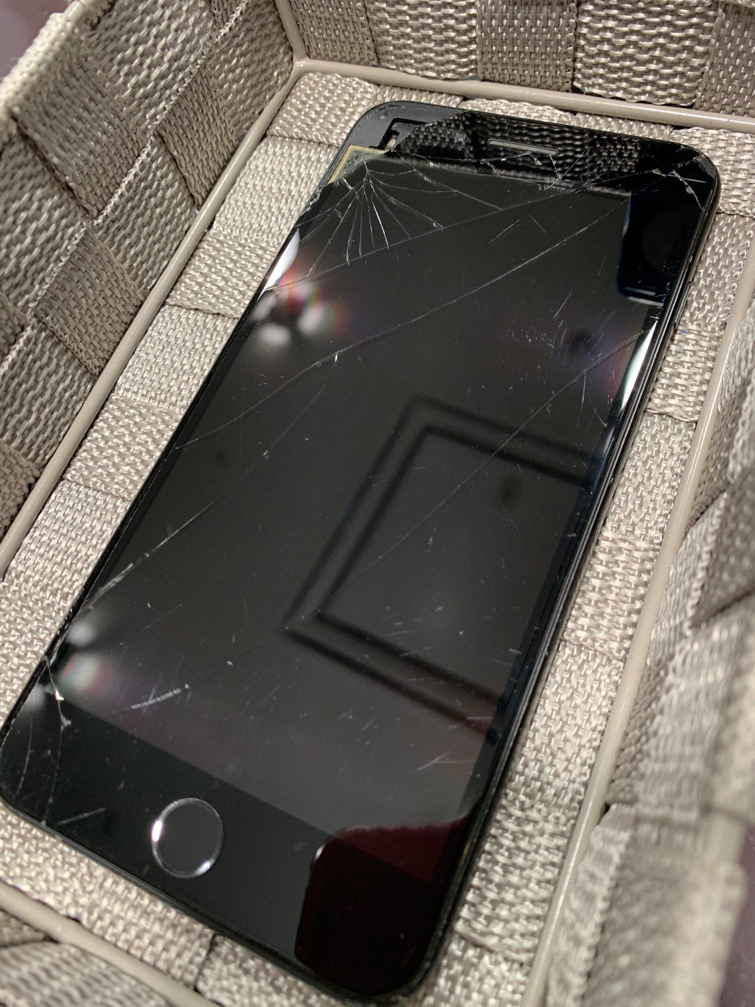 [中古端末買取]使用しなくなったiPhone7+|画面がバキバキでも買い取り致します!  ℳ