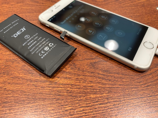 iPhoneの画面が浮いている?そんな時はバッテリー膨張かも… So