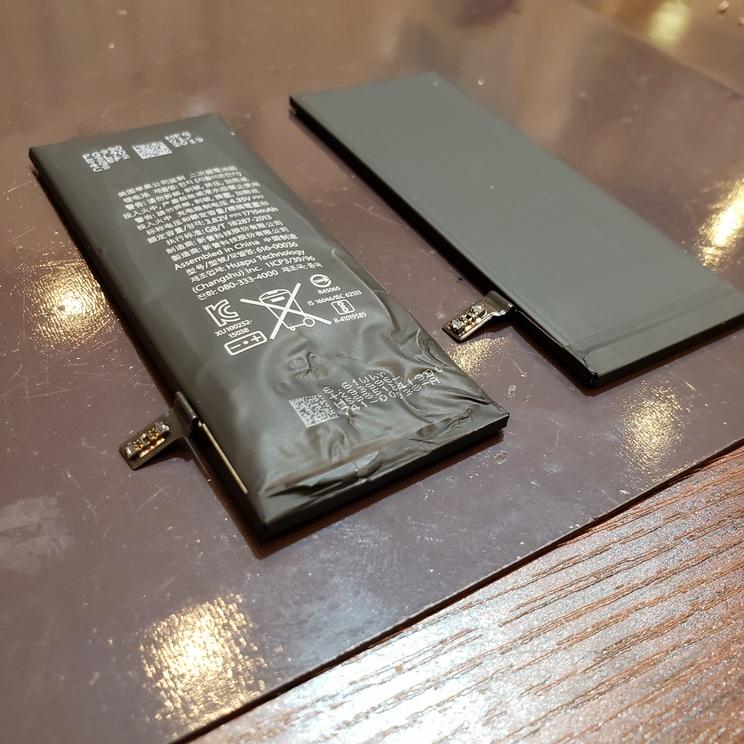 iphone7バッテリー交換 膨張したバッテリーそのままにしておくと危険です!ミ