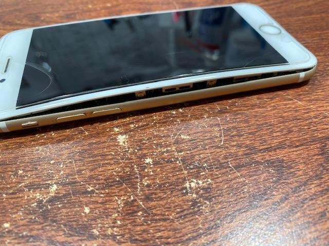 尼崎市よりご来店 iPhone6s バッテリー膨張 バッテリー交換