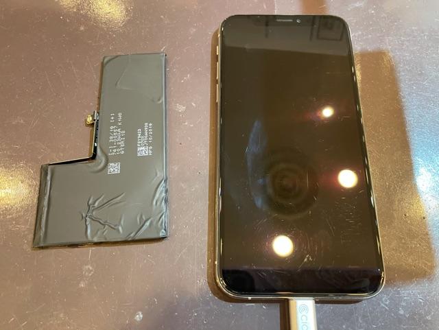 iPhoneXS バッテリー交換 データそのまま即日最短30分修理 <伊丹市からお越しのお客様>ク