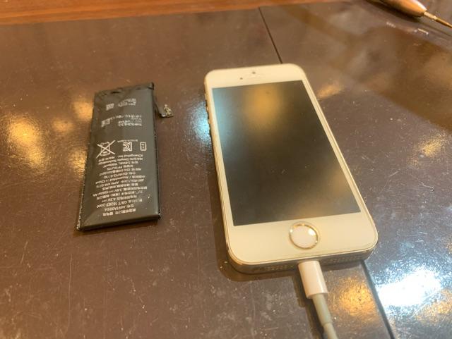iPhone5s バッテリ交換 尼崎市からお越しのお客様 Ⅿ