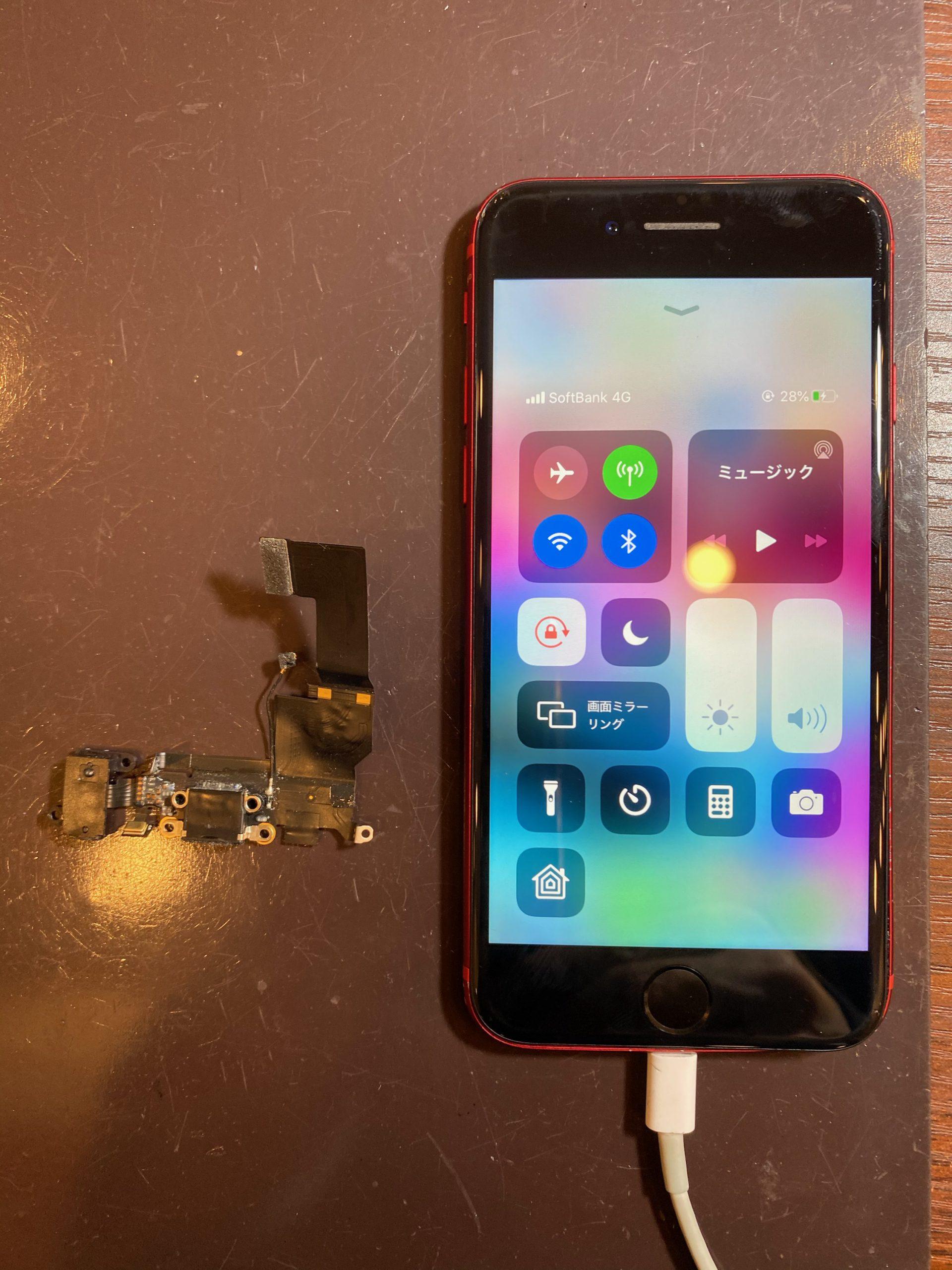 iPhone8 充電コネクタ―修理 データそのまま即日最短40分修理 <尼崎市からお越しのお客様>ク