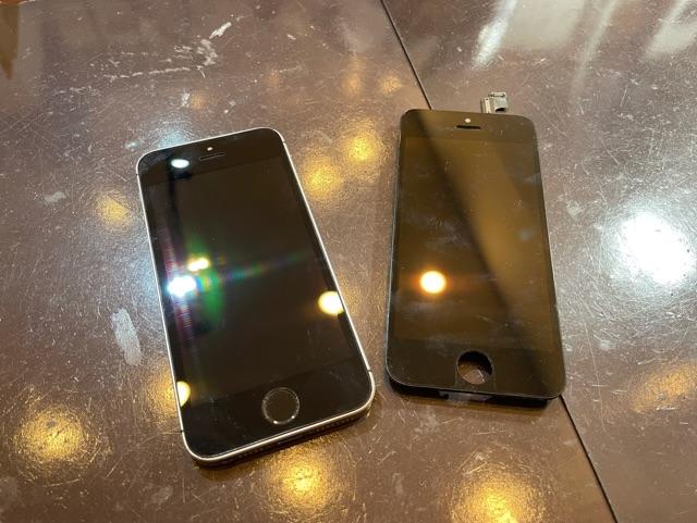 iPhoneSE 画面交換 伊丹市よりお越しのお客様 コ