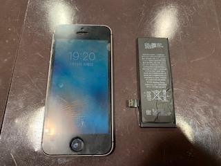 iPhoneSEバッテリー交換 <伊丹市よりお越しのお客様> ち