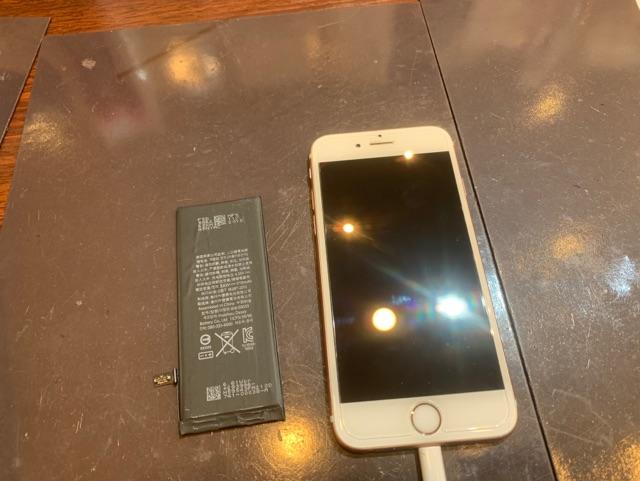 iPhone6s バッテリー交換 尼崎市よりお越しのお客様 コ