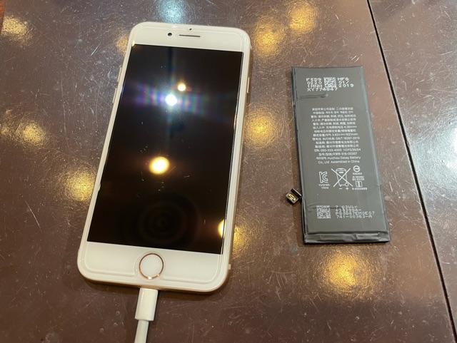 iPhone8 バッテリーに交換 尼崎市よりお越しのお客様 コ