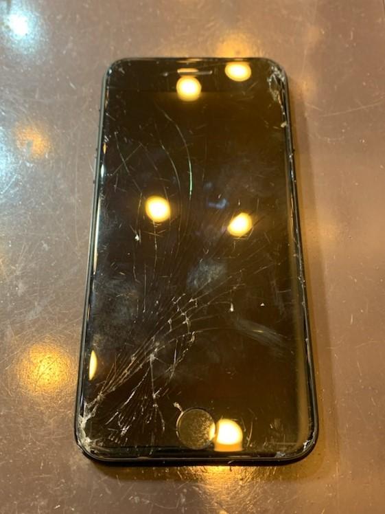 【iPhoneSE2画面交換】尼崎市-画面修理最短約30分で完了!!当日予約も可◎ヒ