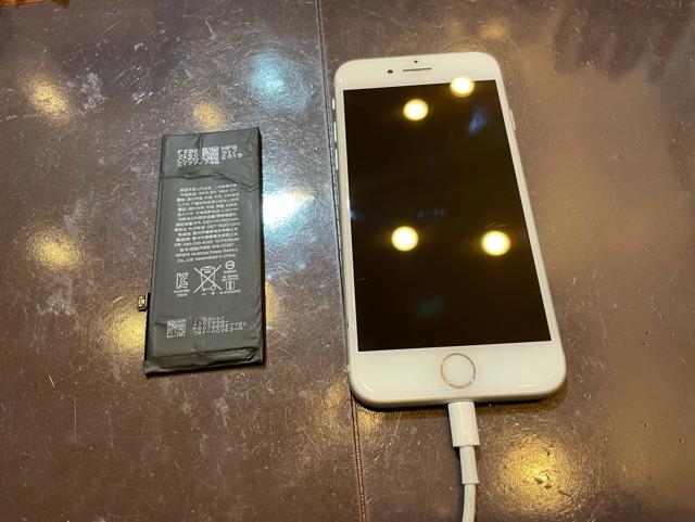 iPhone8 バッテリー交換 尼崎市よりお越しのお客様 コ
